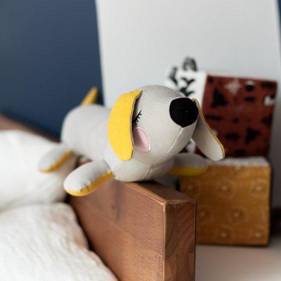 Mini chien teckel en coton bio