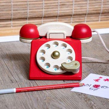 Téléphone en bois vintage